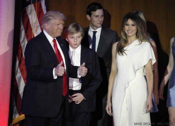 Melania Trump, avec sa tenue en cachemire bleu ciel signée Ralph Lauren, a fait penser Jackie