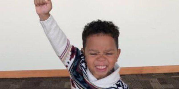 La réaction de ce garçon de 3 ans qui s'est fait adopter est