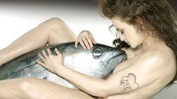 Helena Bonham Carter pose nue avec un thon pour lutter contre la pêche