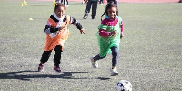 Dix équipes animent un festival de football féminin à