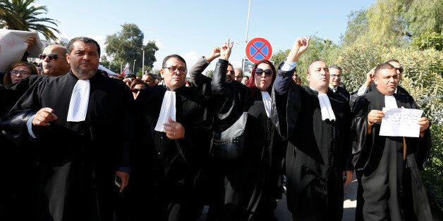 Des avocats manifestant contre le projet de loi de Finances 2017, 23 novembre