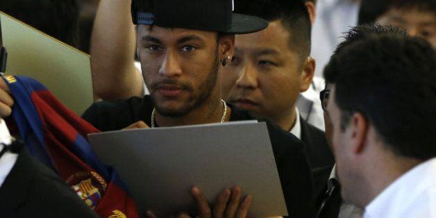 Football Leaks: 77 euros par autographe pour Neymar, une prime de défaite pour Lloris... les clauses...