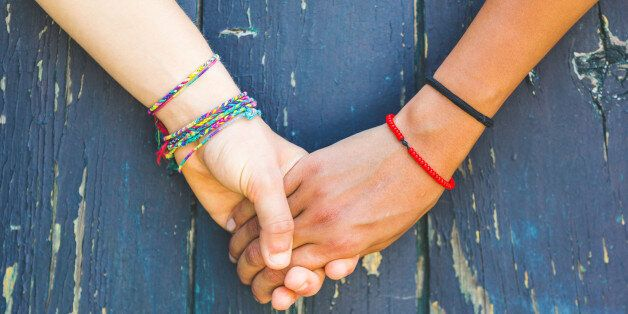 Les jeunes filles accusées d'homosexualité iront-elles en