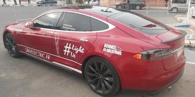 COP22: On est montés à bord d'une voiture électrique Tesla à