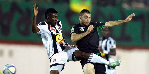 Bejaia's Chongo Kabaso (L) vies with Mazembe's Malek Ferhat during the CAF Confederation cup final Algerian...