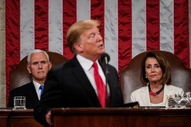 Nancy Pelosi annuncia indagine per impeachment contro Trump. Il presidente: un aiuto per