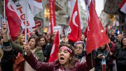 Turquie: plus de 10.000 fonctionnaires limogés, des médias