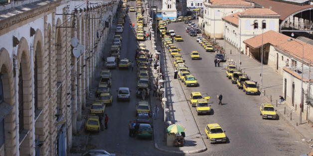 Algiers, ALGERIA: A picture taken 24 April 2006 shows taxis at a taxi stop near the port of Algiers....