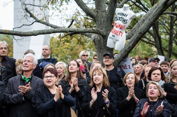 Manifestation en noir contre l'interdiction totale de l'avortement en