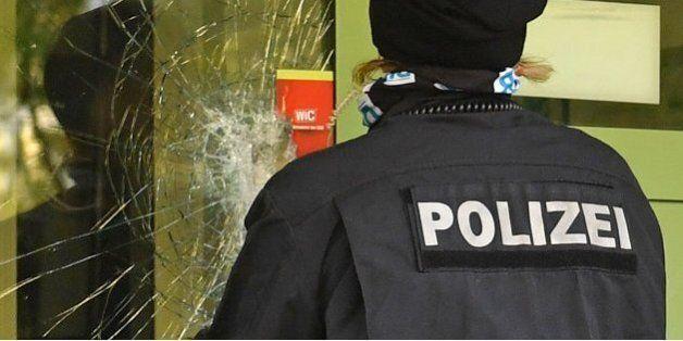 Soupçonné de préparer un attentat en Allemagne, le fugitif livré à la police par trois