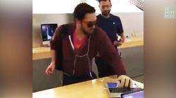 Il détruit des produits Apple avec une boule de