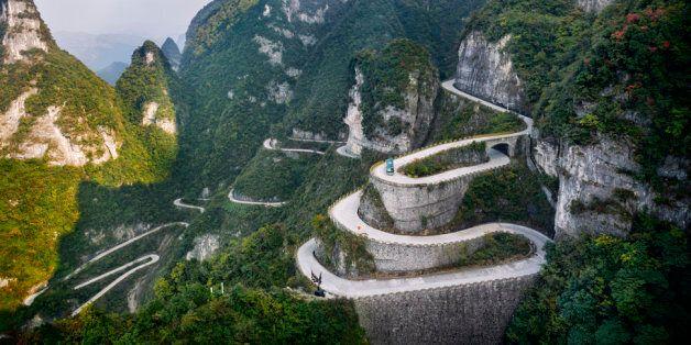 18 des routes les plus hasardeuses à travers le