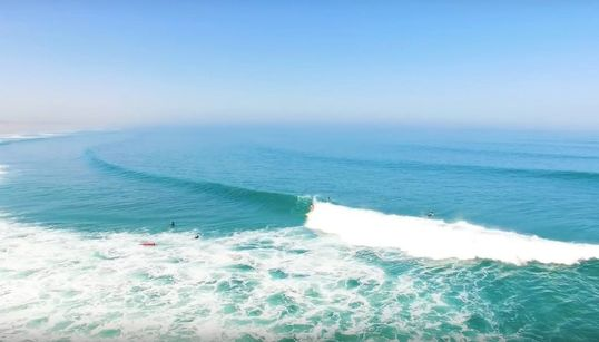 Cette vidéo de surfeurs au Maroc filmés par un drone va vous