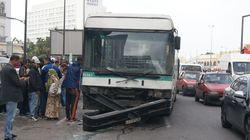 A Casablanca, un bus percute trois voitures et cause d'importants dégâts