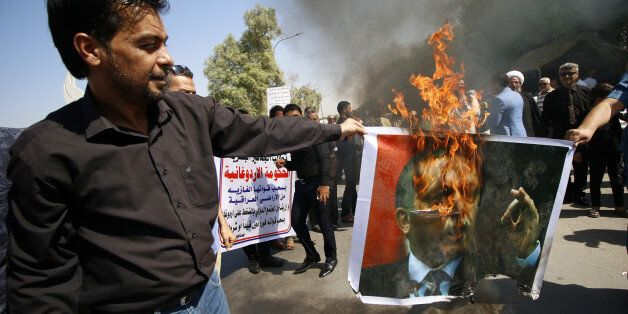 Protesters burn a picture of Turkey's President Tayyip Erdogan in Basra, Iraq October 14, 2016. REUTERS/Essam