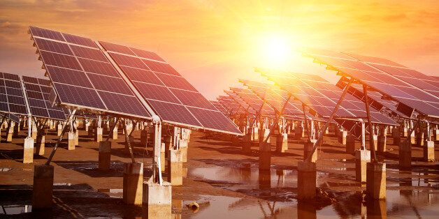 Power plant using renewable solar energy with