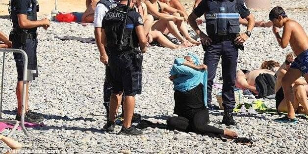 Réseaux sociaux : La photo de la femme voilée verbalisée par la police à Cannes choque les
