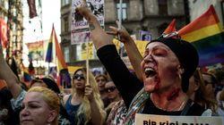 Ils manifestent, le visage ensanglanté, après le meurtre d'une transsexuelle