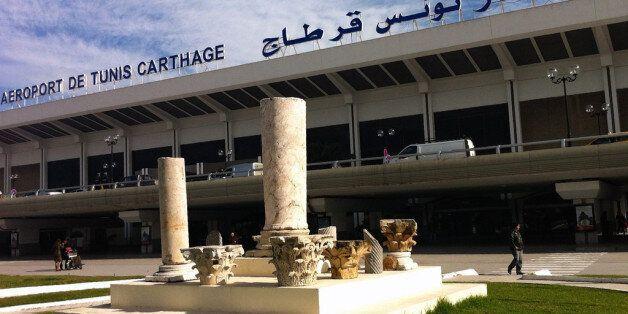 Tunisie: 7 agents de l'aéroport Tunis-Carthage arrêtés pour vol, le ministre des Transports annonce des...