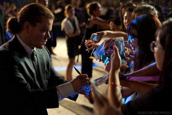 Matt Damon avec un chignon pendant la promotion du dernier