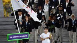 L'équipe de réfugiés des JO ovationnée pendant la cérémonie
