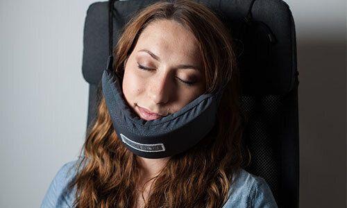 Ce hamac pour tête pourrait révolutionner votre façon de dormir dans