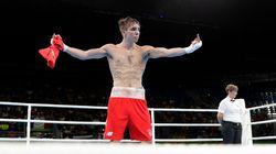Pourquoi ce boxeur en colère a fait un doigt d'honneur aux juges des