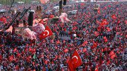 Impressionnante marée rouge pour la démocratie à