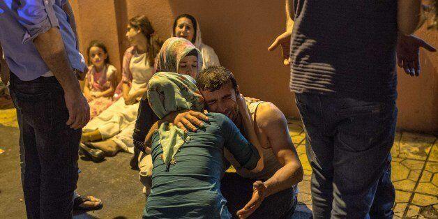 Des proches de victimes de l'attentat meurtrier qui a frappé Gaziantep en Turquie le 20 août