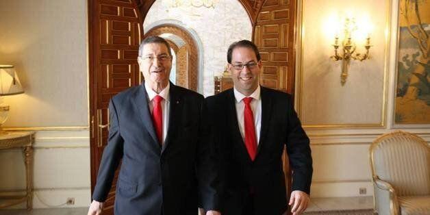Photo du jour: Habib Essid et Youssef Chahed côte à côte, tout