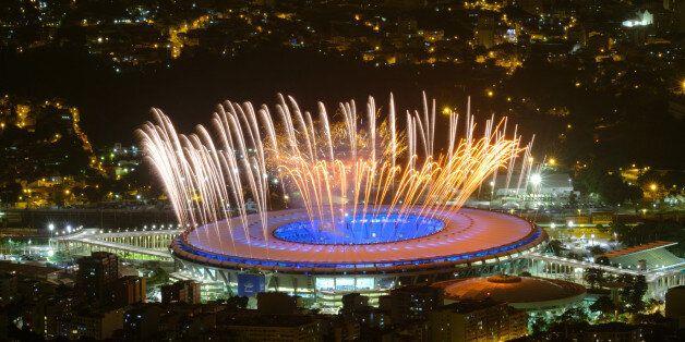 Des feux d'artifice sont testés dans le stade Maracana de Rio, le 3 août