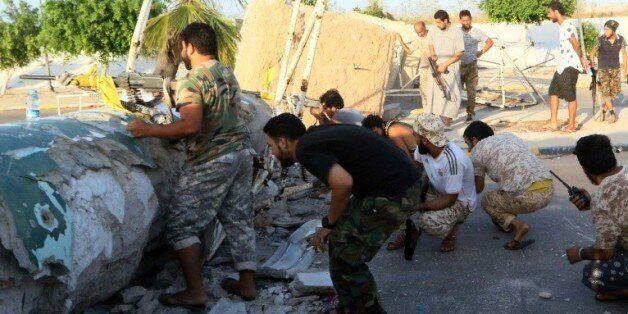 Des membres des forces pro-gouvernementales libyennes à Syrte, le 13 août