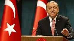 Turquie : Erdogan annonce l'état d'urgence et intensifie la