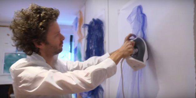 Avec un fer à repasser, il fait des œuvres d'art