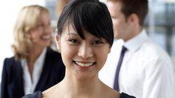 Porter un décolleté sur le CV entraine quatre fois plus de chances d'être contactée, selon une
