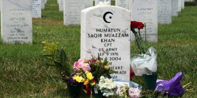 La tombe du capitaine Humayun Khan, mort en Irak en 2004 en tentant de sauver ses hommes, à Arlington,...