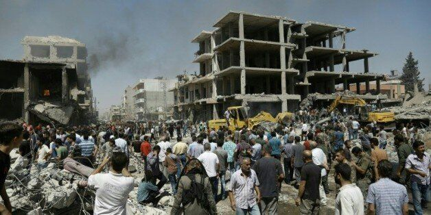 Quatorze personnes ont été tuées et des dizaines blessées dans deux attentats qui ont secoué la ville...
