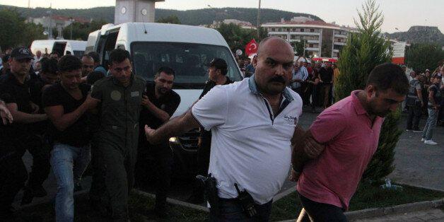 Putsch manqué en Turquie: plus de 5.600 personnes en détention