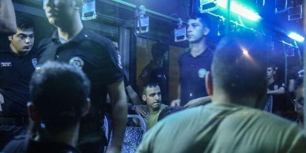 Arrestation de militaires par des policiers le 16 juillet 2016 à