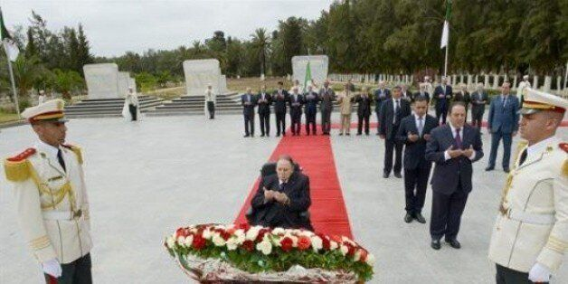 Le président Bouteflika se recueille à la mémoire des martyrs de la
