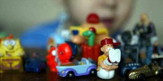 En plus du cadeau surprise, l'ONG allemande Foodwatch affirme que les chocolats Kinder contiennent des...
