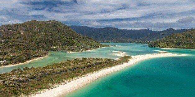 Photo non datée de la plage Awaroa, une bande de 800 m de sable fin adjacente au Abel Tasman National...