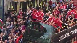 Les joueurs gallois fêtés en héros à leur retour de