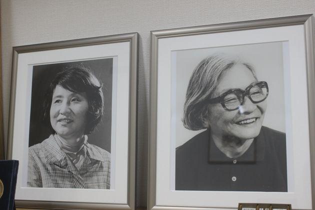 (左から)創業者の大橋鎭子さんと初代編集長の花森安治さん。