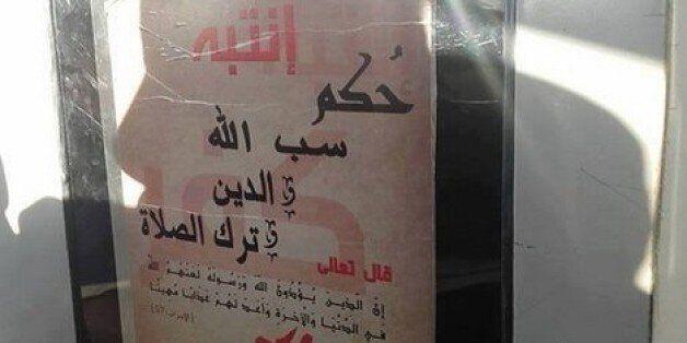La police arrête l'un des auteurs des affiches takfiristes accrochées à