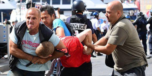 Euro 2016: Un à deux ans de prison ferme pour trois supporters russes après les violences à