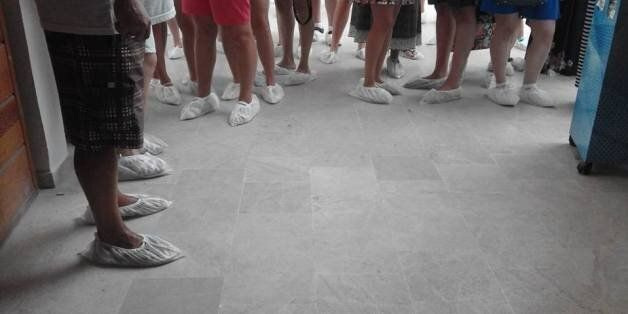 Don de chaussons pour la préservation des mosaïques du musée du
