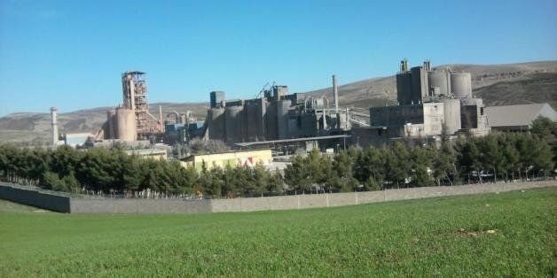 Une vue de la cimenterie de Ain