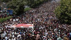 Pakistan: marée humaine et émotion aux funérailles d'un chanteur soufi