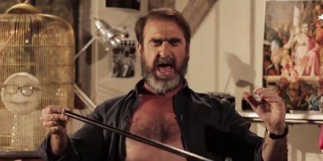 Eric Cantona chante